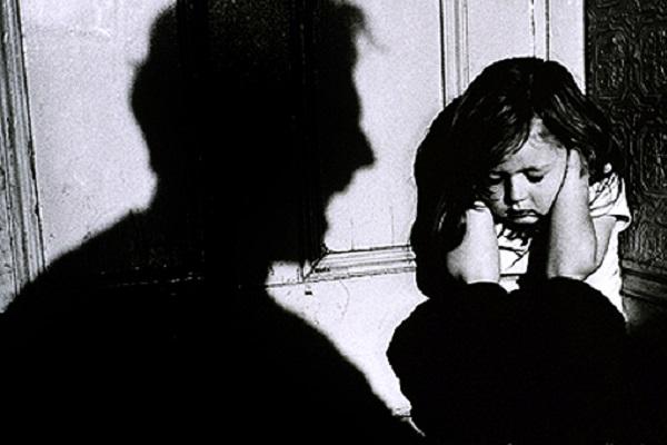 دانلود پاورپوینت کودک آزاری و حمایت های کیفری